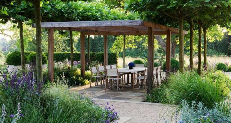 outdoor entertaining garden